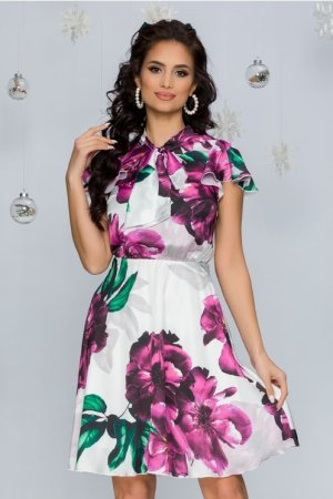 Rochie eleganta alba midi in clos cu imprimeuri florale mov si volanase