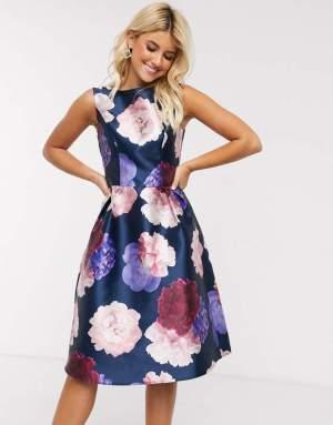 Rochie eleganta in clos cu imprimeu floral Asos