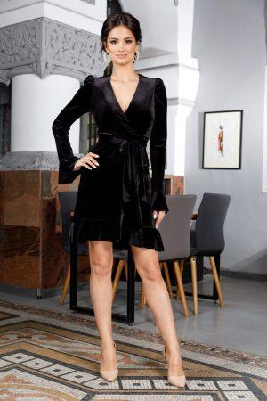 Rochie neagra scurta eleganta petrecuta din catifea cu volane