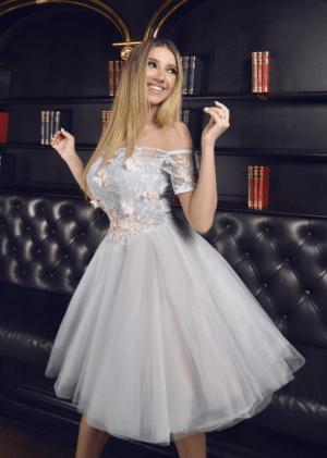 Rochie de seara eleganta tip printesa din tulle cu broderie pe bust si inchidere tip corset