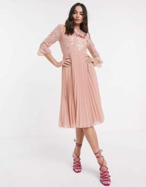 Rochie de zi eleganta roz prafuit cu imprimeu floral si pliseuri