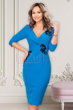 Rochie eleganta midi petrecuta albastra cu broderie neagra si decolteu in V