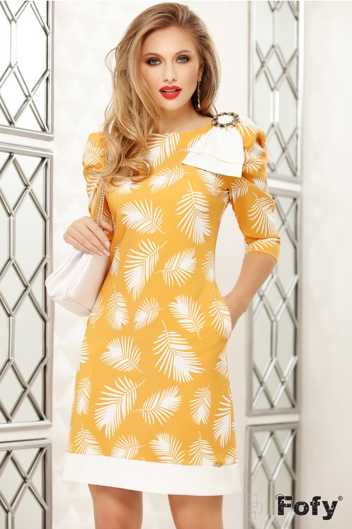 Rochie eleganta mustar cu imprimeu cu frunze si funda maxi la umar
