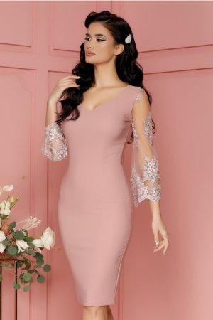 Rochie roz prafuit cu maneci evazate din tull cu broderie sidefata