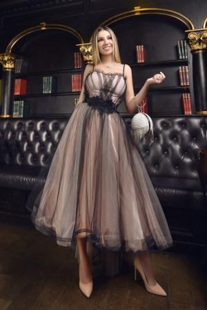 Rochie eleganta de ocazie midi in clos din tulle cu pietre in talie