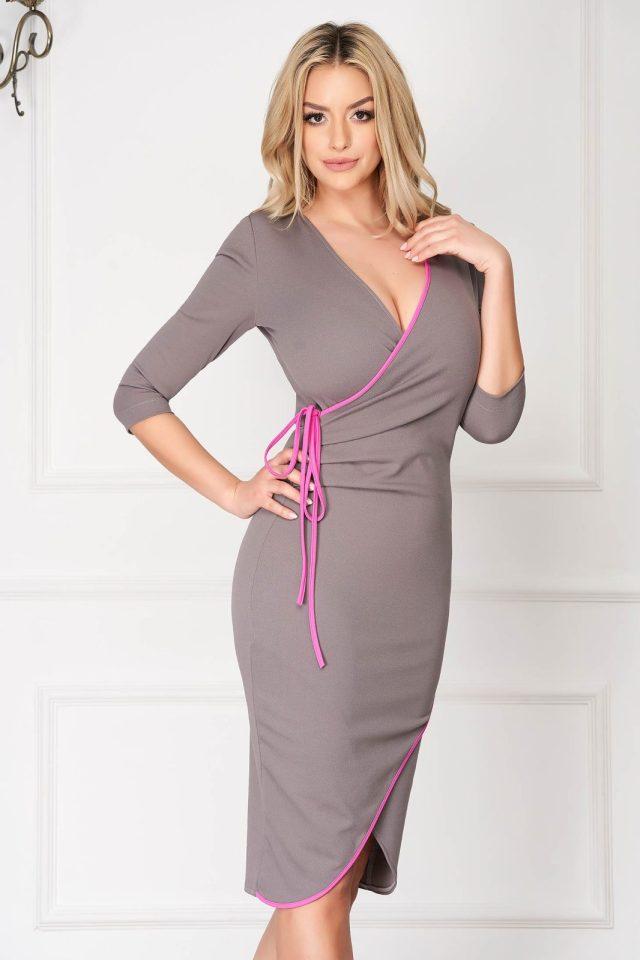 Rochie eleganta midi gri conica din material elastic cu decolteu adanc