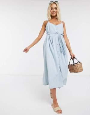 Rochie midi de zi de vara bleu cu cordon la talie si nasturi pe fata