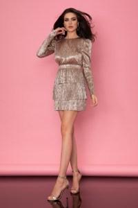 Rochie eleganta scurta cu volane din material plisat cu maneca lunga