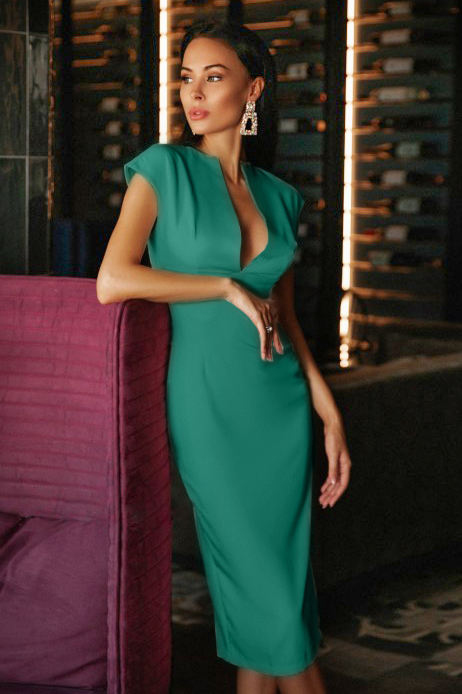 Rochie eleganta si rochie de zi lunga verde cu decolteu decupat din barbie