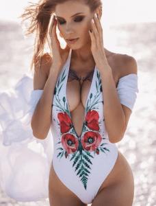 Costum de baie intreg alb cu imprimeu cu maci
