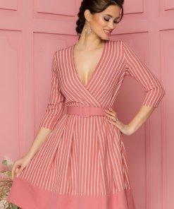 Rochie eleganta midi in clos roz cu imprimeu in dungi si curea in talie