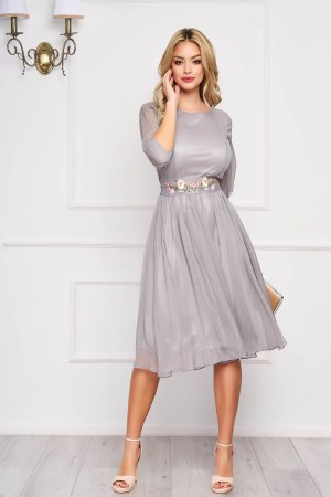 Rochie StarShinerS gri midi de ocazie in clos din material vaporos