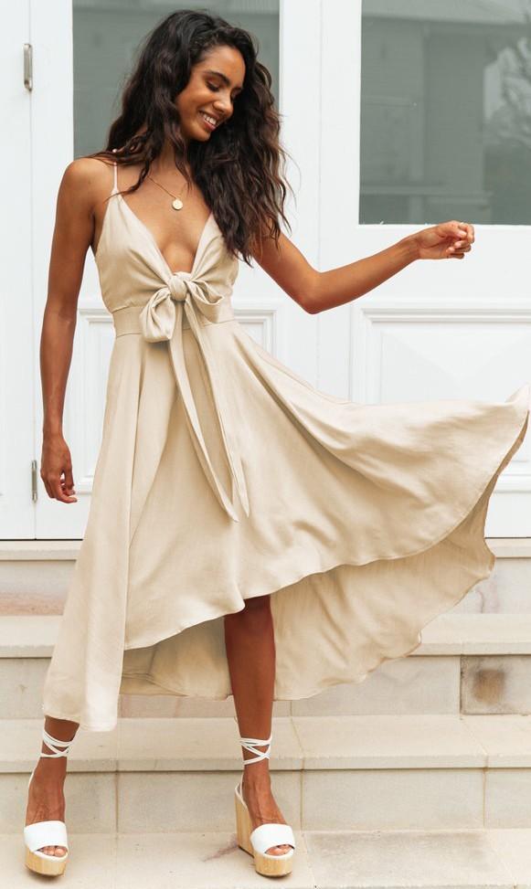 Rochie eleganta de zi midi nude cu decolteu in V si fundita din vascoza Nova