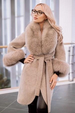 Palton dama bej din lana de alpaca cu guler din blana naturala de vulpe cu par lung