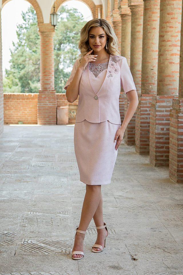 Costum elegant cu rochie midi cu dantela florala