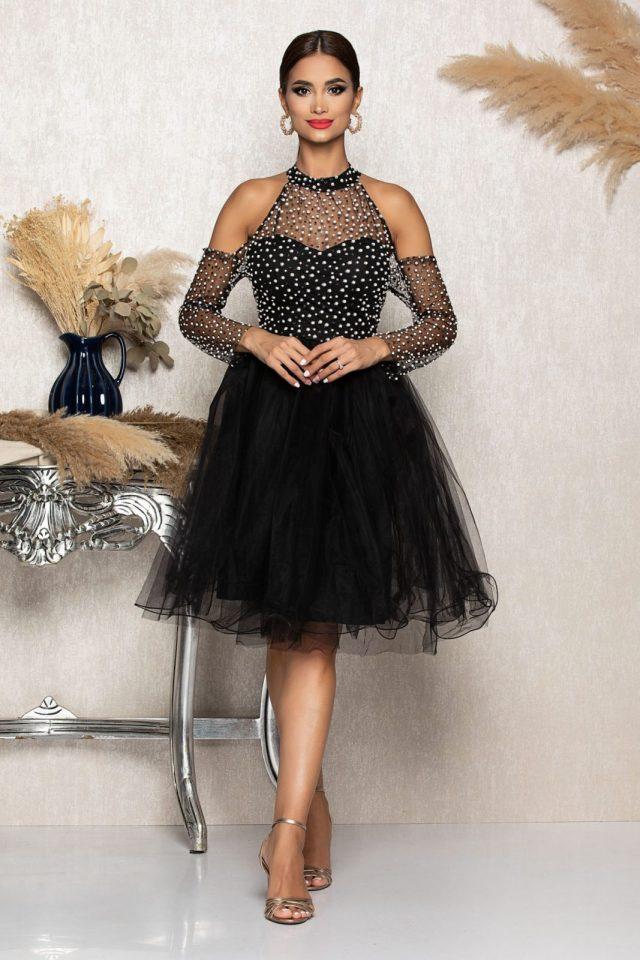 Rochie eleganta midi in clos neagra cu decupaj la umeri