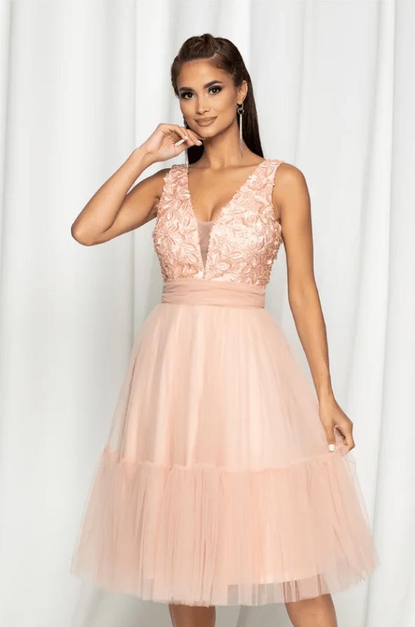 Rochie eleganta roz cu bust buretat si perlute