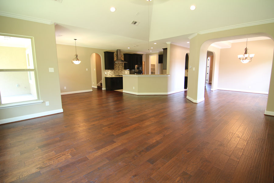 Wood floors and crown molding