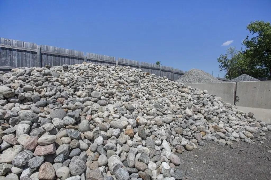 Stone bulk pile