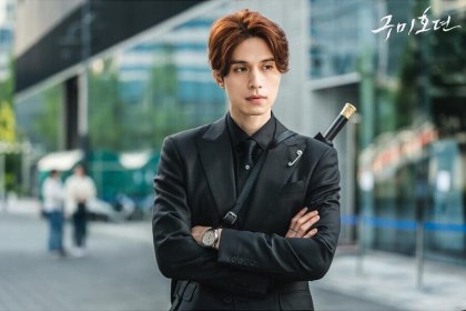 Lee Dong Wook sebagai Lee Yeon di Tale of The Nine Tailed