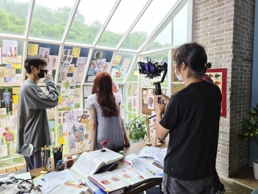 Proses syuting film Heart Attack Sumber gambar: Naver