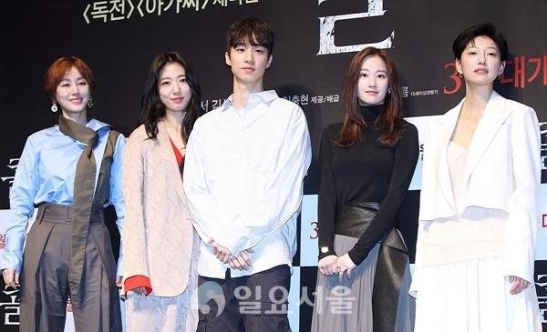 sutradara Lee Chung Hyun pada konrerensi press iflm The Call