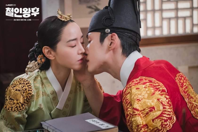 shin hye sun dan kim jung hyun dalam mr.queen