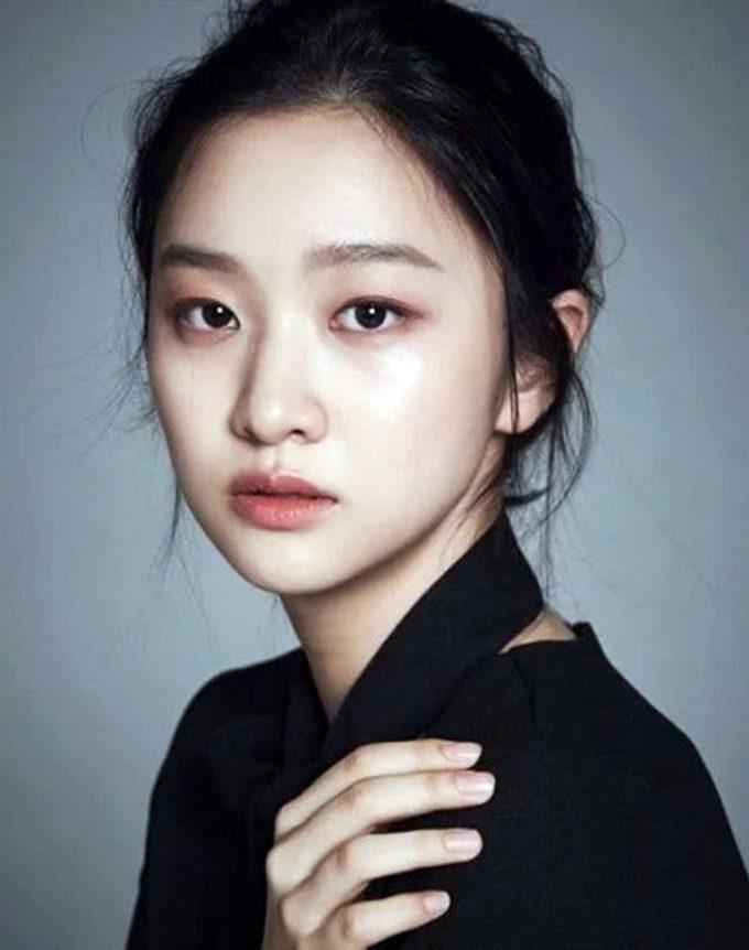 Kim Yi Kyung1