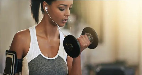 blog picture of lady doing arm curls