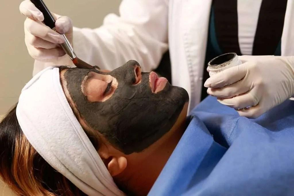 cuidado de la piel, mascarilla, carbón activado, arcilla negra