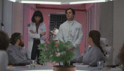 Netflix『マニアック』第3話「人生最悪の日」ネタバレ感想。新キャラ&謎展開と盛り沢山の回!