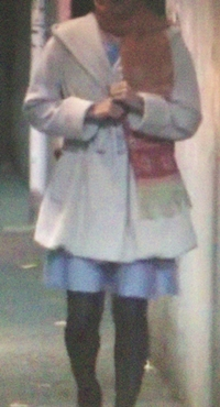 白いコート×ブルースカート