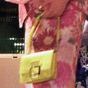 イエローのミニバッグ