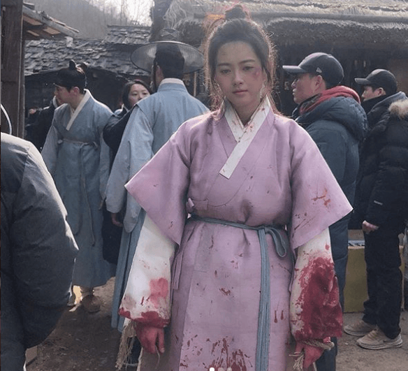 "Go Ara shares Bloody Costume on Set of ""Haechi"""