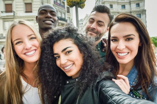 Jóvenes multiraciales