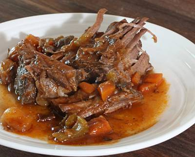 pot roast is the perfect food for seasonal eating for winter. Thanks to colonywinemarket.com for this yummy picture.