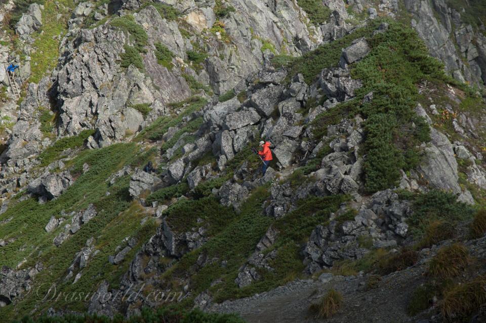 水晶岳へ向かう途中の岩場