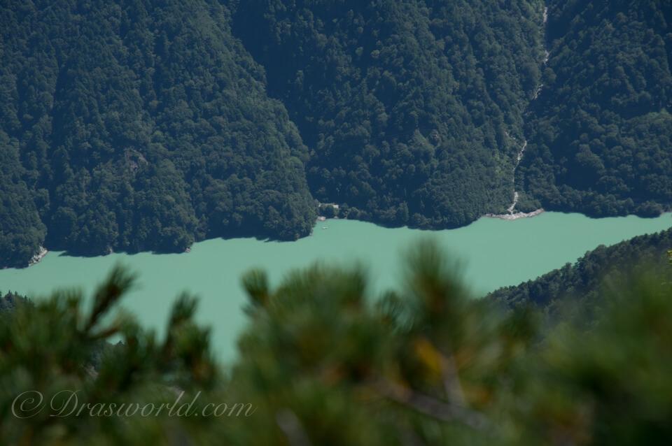 裏銀座コースから眺めた高瀬ダム