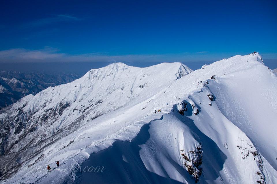 谷川岳。DA16-85mm。16mmで撮影。