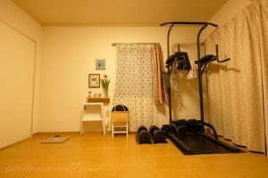 バーベルやベンチ台を置かない8畳のシンプルなホームジム:我が家のワークアウト環境
