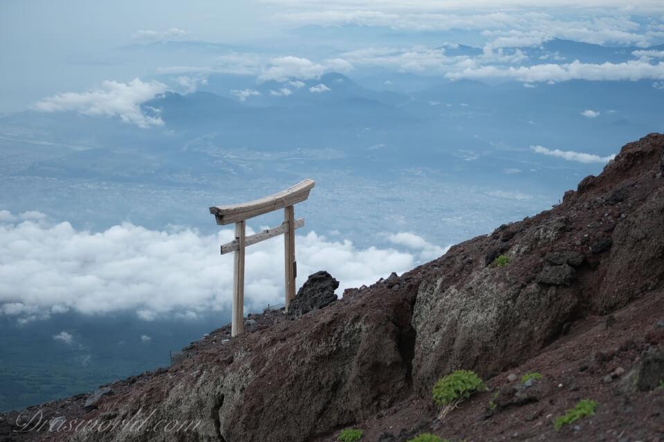 中望遠単焦点レンズ(XF50mm)がばっちりハマった梅雨末期の富士山
