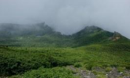 晴れ、ガス、雨、晴れ:目まぐるしく変わった梅雨明けぬ岩手山(焼走りコース)