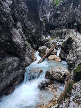 Der Weg geht immer am Wasser entlang