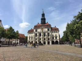 Das Rathaus und der Marktplatz der Hansestadt Lüneburg
