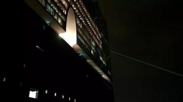Die abendliche Elphi mit Laserstrahl zum desy