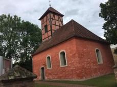Die kleine rote Kirche in Kemnitz