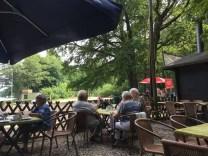 """Im Biergarten an der """"Bürger Ablage"""" im Spandauer Forst"""