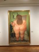 Im Museum Fernando Botero mit einem seiner typischen Gemälde