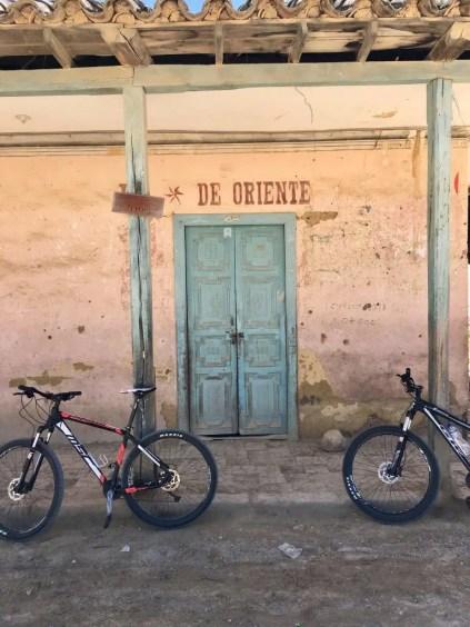 De Oriente: An der Kreuzung in El Crucero