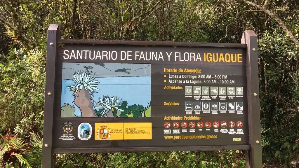 "Hinweisschild am Parkeingang des ""Santuario de fauna y flora Iguaque"""